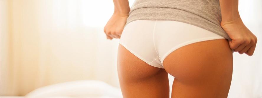 Showing-her-beautiful-buttocks